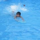 schwimmbad-16-j-im-wasser